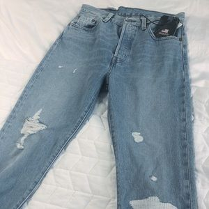 NWT 501 Levi's Distressed Button Fly Jeans! 28